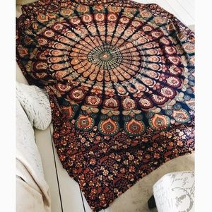 NEW ↠ UO TAPESTRY
